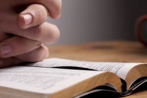 Prayer to worship God in brokenness
